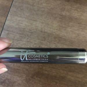 It cosmetics face brush